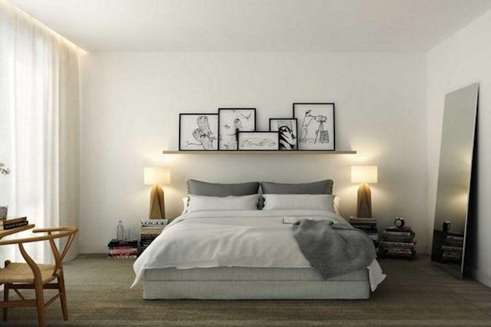 colgar cuadros pequeños en el dormitorio